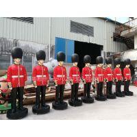 玻璃钢英国皇家卫兵雕塑 仿真英国侍卫摆件 仿真人物雕塑