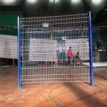 高速护栏网图片 三角折弯护栏网 厂矿围栏网安装