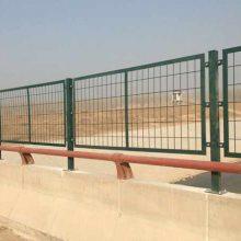 公路护栏网 京山哪里有公路框架型护栏网卖 高速公路绿色护栏网多少钱一米