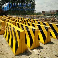 水泥隔离墩济南厂家直供高速路专用隔离墩量大从优水泥墩防撞墩