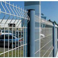 专业生产桃型柱护栏 折弯双边丝隔离网 公路隔离栅