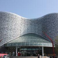 供应大型广场银灰色氟碳滚弧雕刻铝单板设计施工