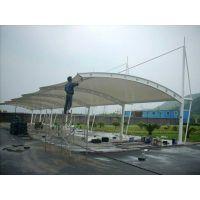 广州膜结构停车雨棚制作丨金臣泰玻璃雨篷安装