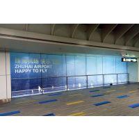 珠海高清喷绘写真厂家力奇喷绘新品UV磨砂贴现身珠海机场广告
