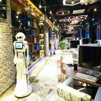 卡伊瓦新款智能迎宾服务机器人广告定制平板演示自动行走活动热场可出售租赁