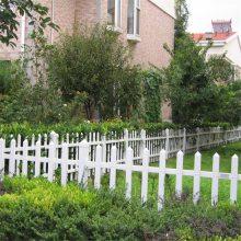 花园隔离栏杆 pvc草坪围栏厂家 焊接草坪围栏