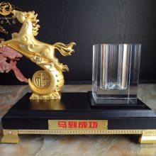 绒沙金牛摆件,酒店开业纪念品,武汉企业十周年礼品,商务办公摆件定制