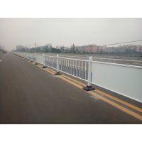 河南鹤壁厂家直销塑钢草坪景区绿化带护栏 pvc学校社区围栏