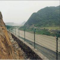 山东烟台威海万通双边丝护栏网现货供应13561889297