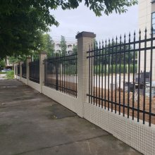 海口组装式锌钢护栏价格 琼海铁艺围墙栅栏批发 厂区金属栏杆图 隔离栏