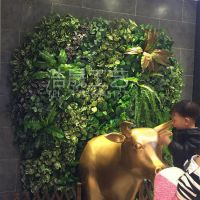 仿真草墙工厂哪家实惠?仿真植物墙 厂家直销尤加利带花假绿植草皮墙 包安装