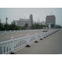 市政护栏按材料分为钢制城市交通护栏和塑钢城市交通护栏京式护栏