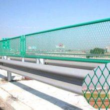 供应防眩网护栏 菱形隔离栅 围墙防护钢板网 质优价