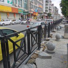 潮州街道人行隔离栅 现货面包管护栏 揭阳马路中央隔离栏杆价格