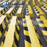 水泥隔离墩济南辉腾厂家直供公路护栏专用黄黑色隔离墩 量大从优混凝土防撞墩