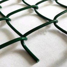 厂家销售钢丝包塑体育围栏网@球场围栏多少钱一平米@哪里有实体厂家生产球场护栏
