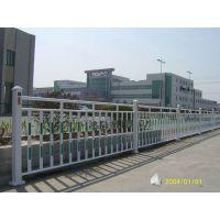 广东鑫运来防护栏杆生产、深圳路边隔离护栏生产厂家、惠州锌钢道路交通护栏安装