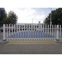 供应贵州道路中心隔离栏 非机动车道护栏 塑钢护栏定做批发瑞隆金属钢丝网