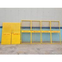 鸿宇筛网建筑施工注意安全组装电梯门 防止工人坠落黄色烤漆隔离栏