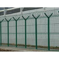 监狱隔离网是非常重要的监狱安全防护措施,由焊接钢网和刀片网组
