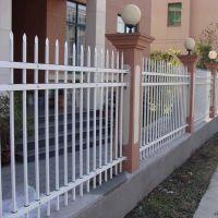海泽供应小区别墅围墙护栏 庭院锌钢穿插护栏 量大优惠