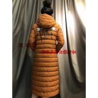 厂家直营深圳品牌女装折扣批发引领国际新时尚长款羽绒服