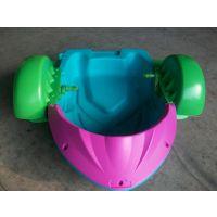 夏季水上孩子玩的电动船价格 水上卡通船***低多少钱 水上玩的电瓶船厂子