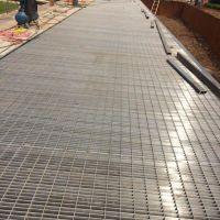 压花 厂家直销不锈钢平台踏步板 定制金属复合钢格板 不锈钢楼梯踏步板