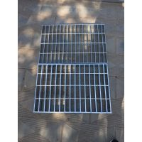 Q235热镀锌钢格板锯齿防滑楼梯踏步板排水沟盖板