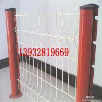 河北专业生产桃型柱护栏网 浸塑三角折弯型铁丝网