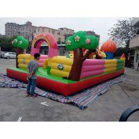 摆摊用的120平米城堡多少钱 亲子嘉年华充气滑梯玩具 气垫障碍充气蹦蹦床
