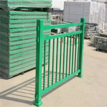 京式道路护栏 焊接式铁艺道路隔离栏 城市行人安全防护栏