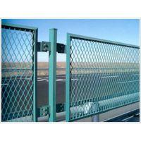 厂家直销 热镀锌丝浸塑钢板网护栏 高速防眩网