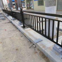 公路人行道隔离栏常用款式 广州交通防护栏价格 机动车分隔护栏定做