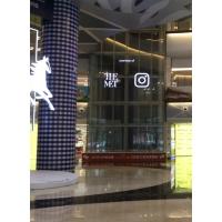 观光电梯透明玻璃屏保证通透的同时还具有广告效应 透明玻璃屏品牌找万象屏