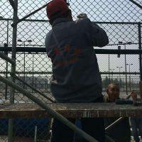 学校体育场围栏 排球场铁丝网隔离网 篮球场浸塑护栏网