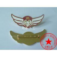 麦当劳徽章,翅膀胸牌制作,生产公司logo胸徽,徽章厂家