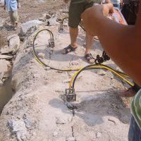 石灰石开采机械石灰石开采设备柱式分裂棒推介深凯