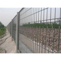 供应 镀锌网片 护栏网片 浸塑网片 围栏网 欢迎咨询
