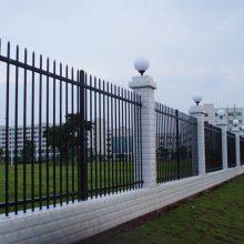 深圳学校围墙栅栏供应 工业区栅条铁栏杆定做 深汕小区锌钢护栏价格