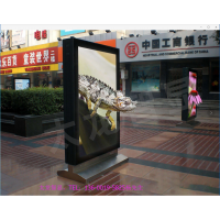 太龙智显--智慧路灯LED灯杆屏+智能LED灯箱广告机+户外裸眼3D广告机