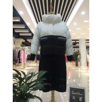 艾米拉时尚大毛领羽绒服走份品牌折扣女装