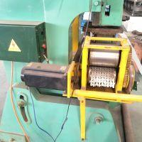 增茂供应防爬刺丝防盗网围栏机器 防护刮刀型刺丝