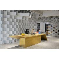 服装公司选择工业风格来装饰办公室