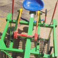大蒜收获机 地瓜挖掘机 农机配件 手扶拖拉机带动花生大蒜铺放