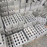上饶永红水泥制品厂,出售各色吸水砖,透水砖,水泥砖,盲道等水泥制品。电话;139-7037-5587