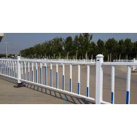 上海厂家热销1.2米高白色镀锌管焊接护栏 道路市政中央安全护栏 城市交通护栏 带广告牌公路护栏