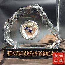 成都市厂家定做国有企业上市纪念品,单位10周年庆纪念品,庆典会议纪念水晶礼品