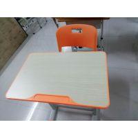 请问,海口哪里能买到新款钢木课桌椅?