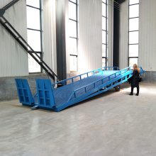 工厂定制生产8T液压式登车桥 电动升降牵引移动式叉车卸货平台